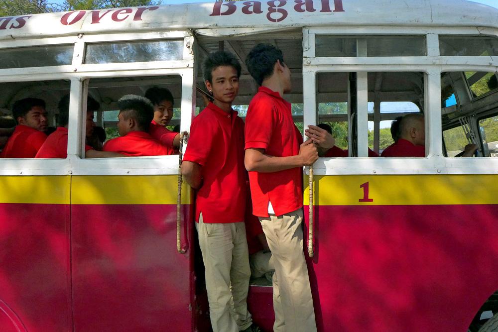 2-smiling-people-bagan-area