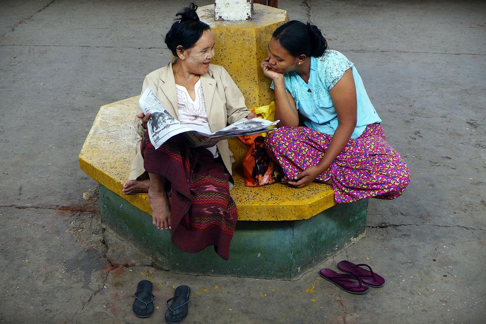 2-smiling-people-rangoon-railway-station
