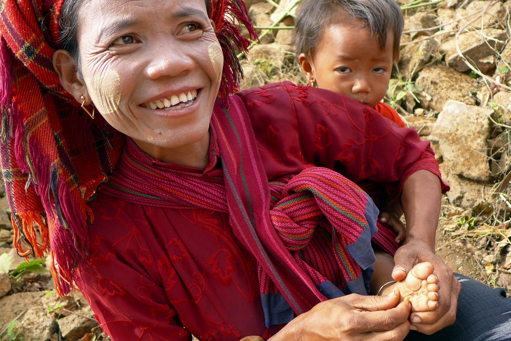 4-thanaka-paste-local-woman