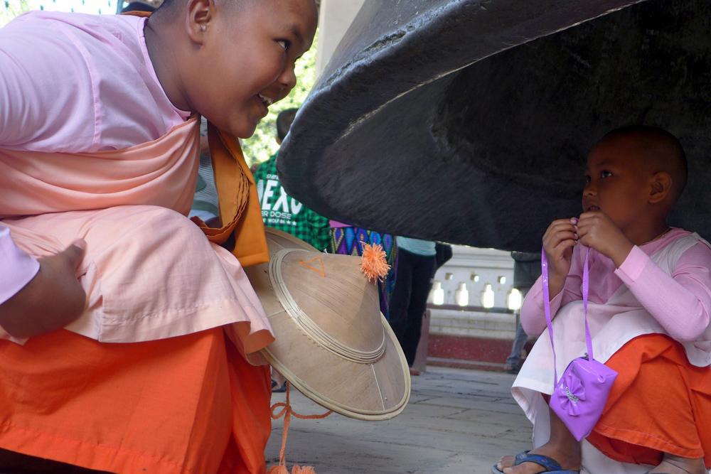 5-buddhist-nuns-mingun-bell