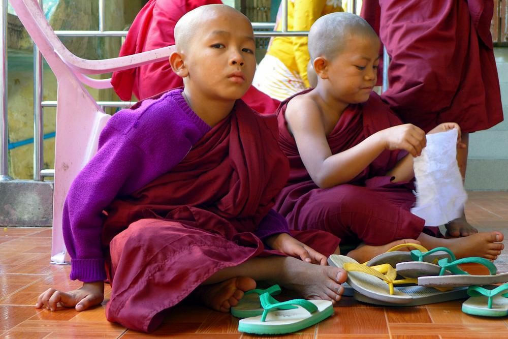 5-novice-monks-popa-mountain